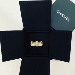 CHANEL Golden/Ply White Bow Ring Sz 54